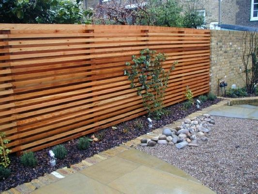 Horizontal trellis backyardagans pinterest garden for Garden fence features