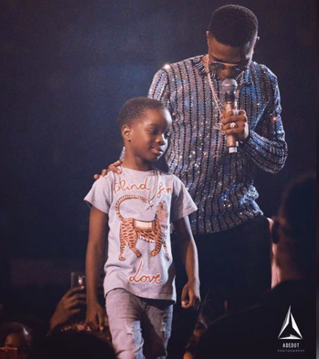 Wizkids Baby Mama Reacts To Him Bringing Their Son On Stage