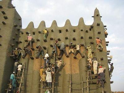 泥で出来た世界最大の建物\u2026マリの世界遺産ジェンネ