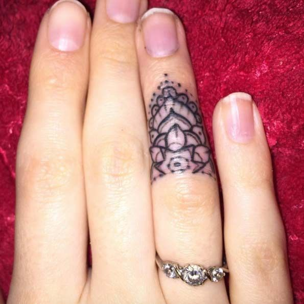 90abbe76a2e77 40+ Awesome Finger Tattoos for Men and Women | Art in ALL Forms ...