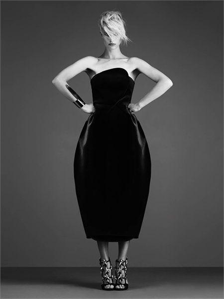 Karolina Kurkova in a strapless velvet dress by Emporio #Armani I have one similar :0