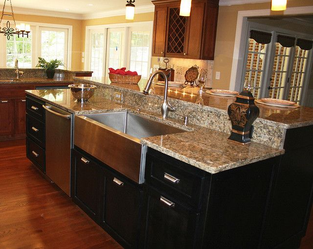 LOVE stainless steel farmhouse sinks!