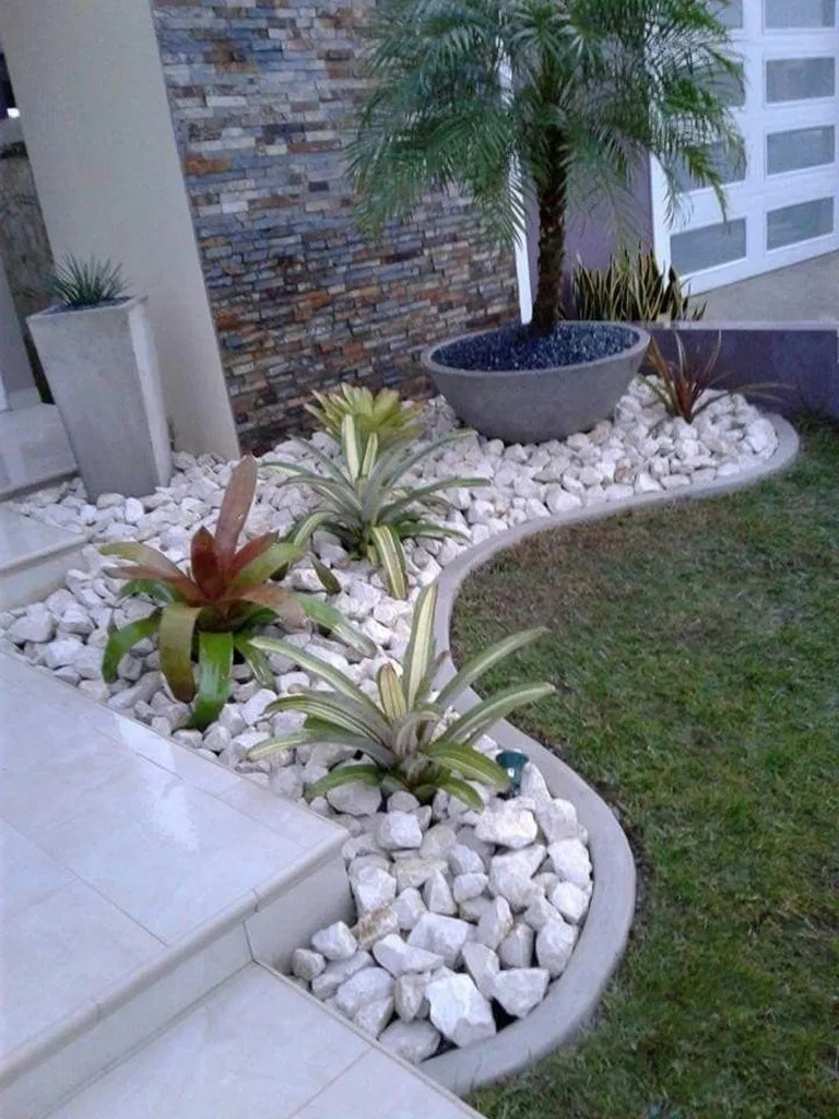34 Beautiful Low Maintenance Front Yard Garden And Landscaping Ideas In 2020 Small Front Yard Landscaping Rock Garden Landscaping Front Yard Landscaping Design