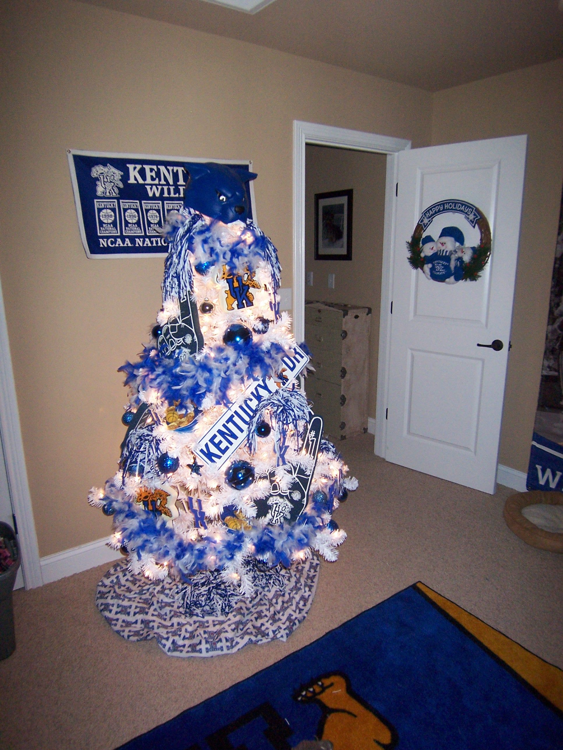 Uk Tree Guest Room Love This Kentucky Christmas Kentucky Christmas Tree Basketball Theme Birthday
