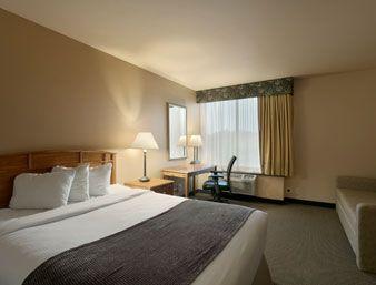 Standard Room With Queen Bed Sleeper Sofa Ramada Plaza Omaha