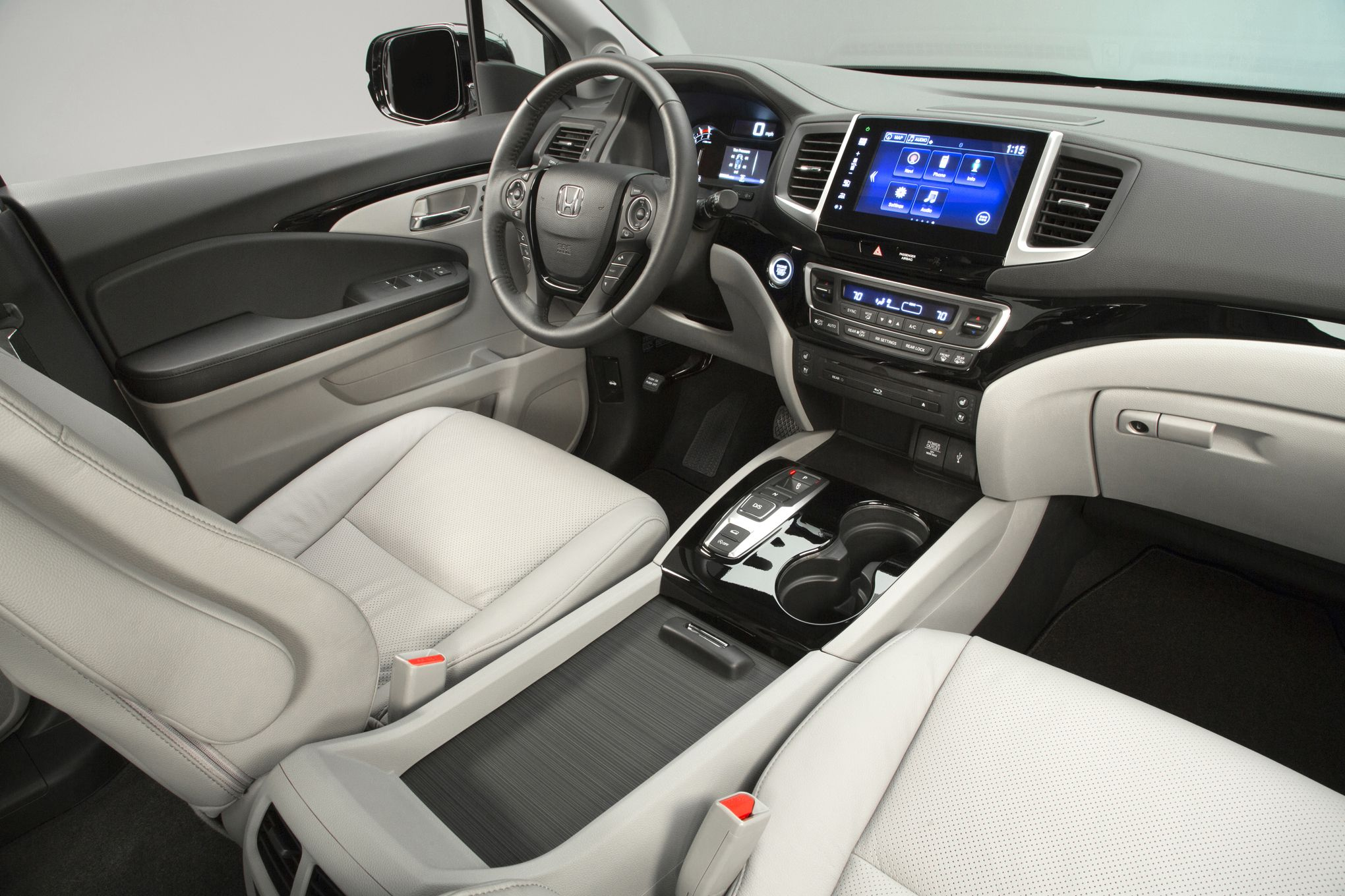 Honda pilot 2016 interior photo 2