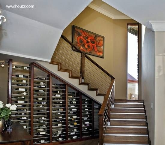 Vinos recostados en estantes de diseño a medida Bella Pinterest - escaleras de madera rusticas