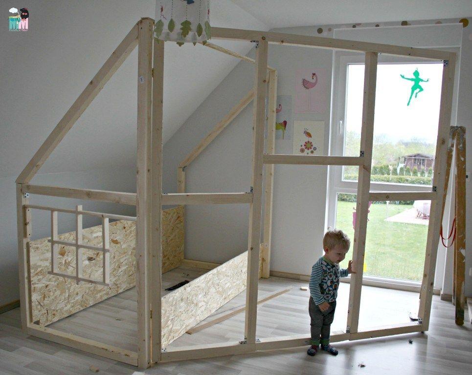 diy ein hausbett im kinderzimmer hausbett selber bauen anleitung und m dchenzimmer. Black Bedroom Furniture Sets. Home Design Ideas