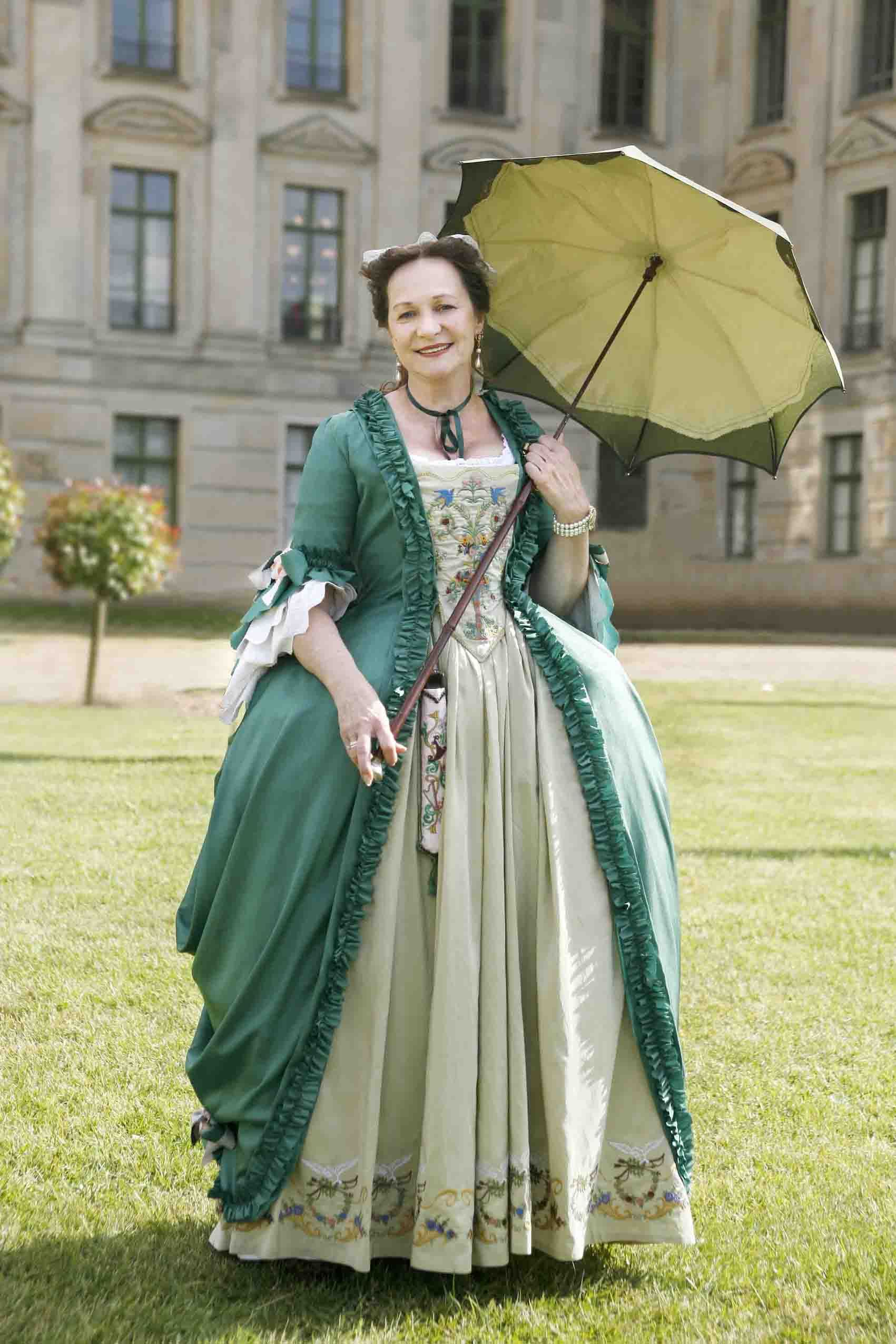 Ludwigslust 05 2008 The Light Green Jupe Has Been Altered With An Embroidered Border And I Have 18th Century Clothing 18th Century Fashion 18th Century Dress