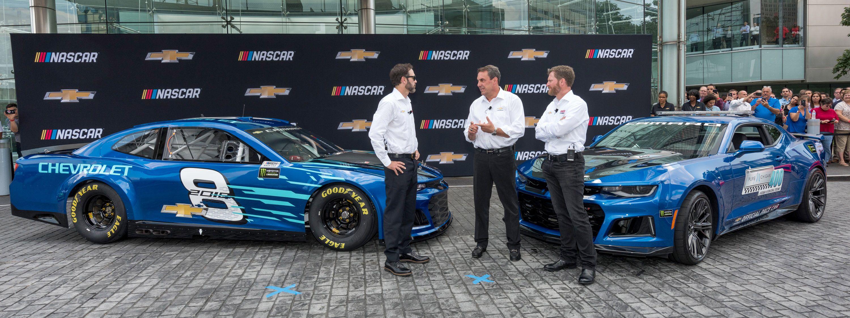 Revealed 2018 Chevrolet Camaro Zl1 Nascar Race Car Chevrolet Camaro Zl1 Nascar Race Cars Camaro Zl1
