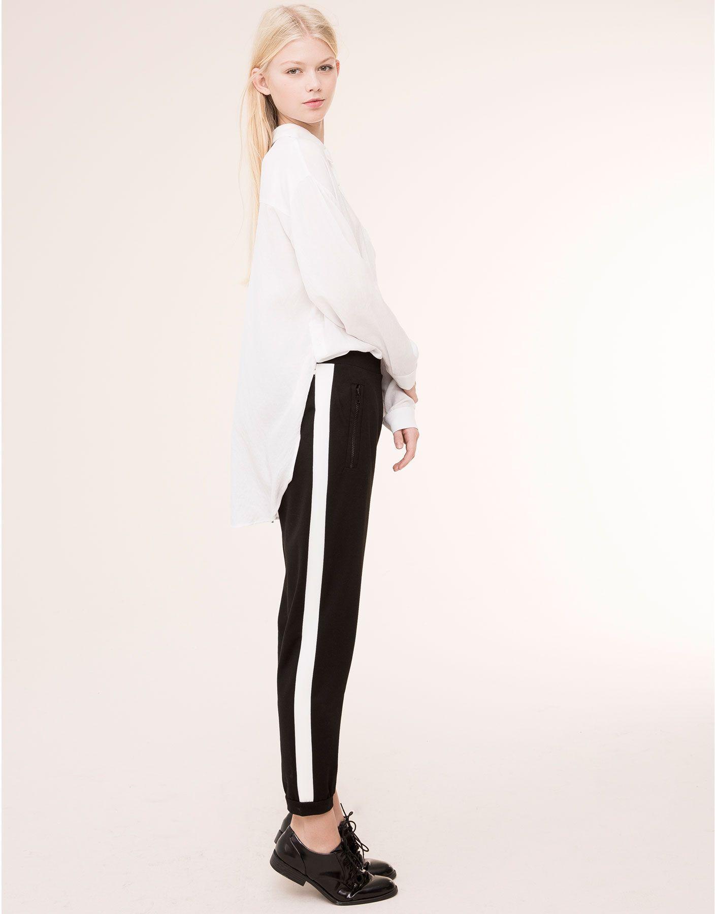 pantalon sport bande c t pantalons femme pull bear france noir et blanc black white. Black Bedroom Furniture Sets. Home Design Ideas