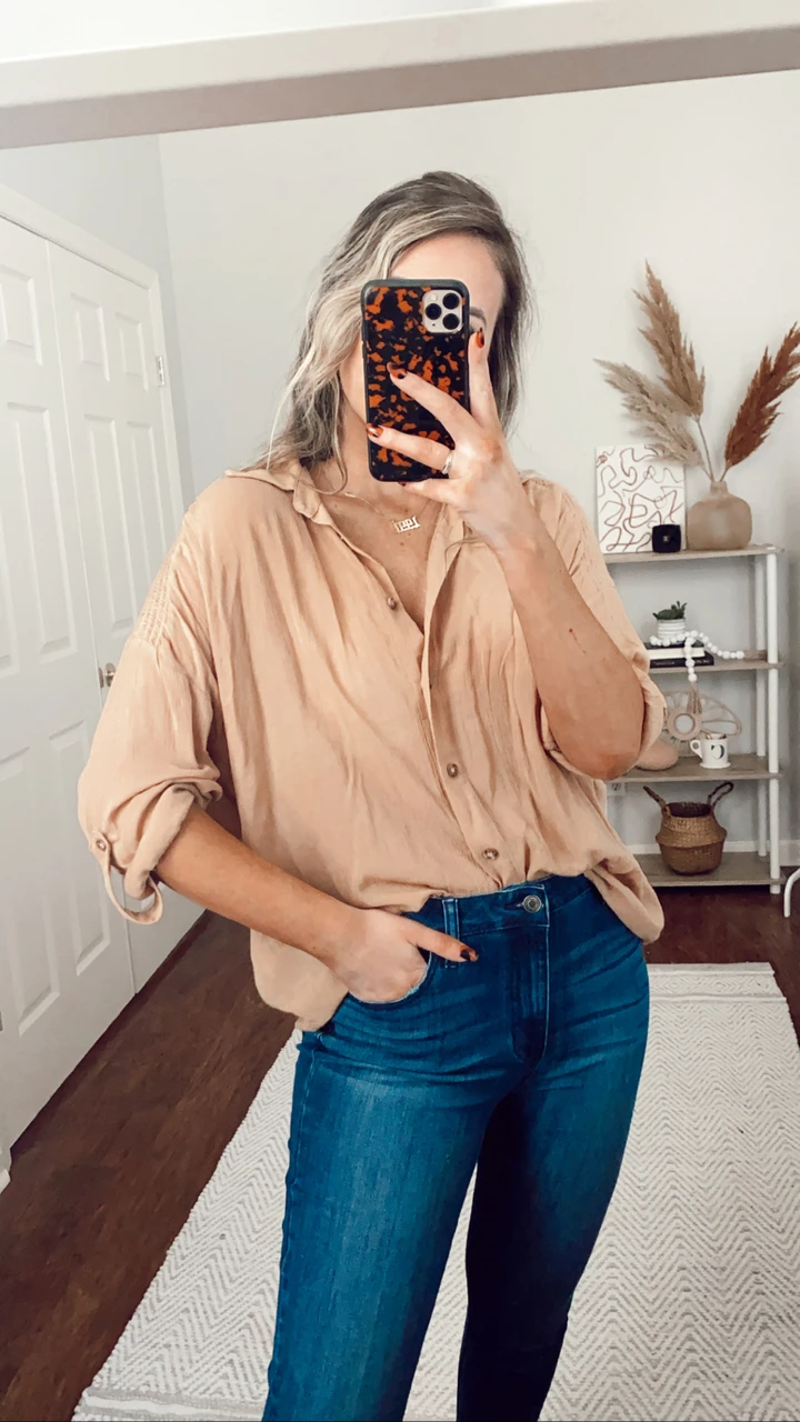 For a classically elegant look, grab our Button Up Babe Button down top! Ataupe button up silhouette, and fold over collar makes this top a style (and closet) essential! Ruched shoulder detailing.Fit: Oversized and flowy fit. Medium stretchEnayyah is wearing a size SFabric Content: 100% RAYON