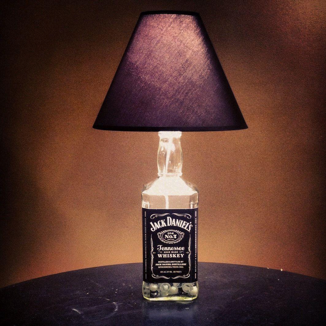 die besten 25 schnapsflasche lampen ideen auf pinterest flaschenlampen alte lik rflaschen. Black Bedroom Furniture Sets. Home Design Ideas