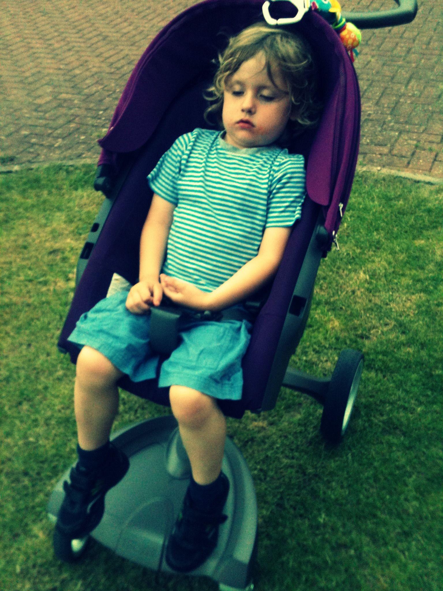 Sleeping toddler in the #Stokke #Xplory | Baby Center | Pinterest ...