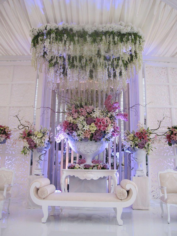 Romantic white mawarprada dekorasi pernikahan white romantic romantic white mawarprada dekorasi pernikahan white romantic pelaminan wedding junglespirit Images