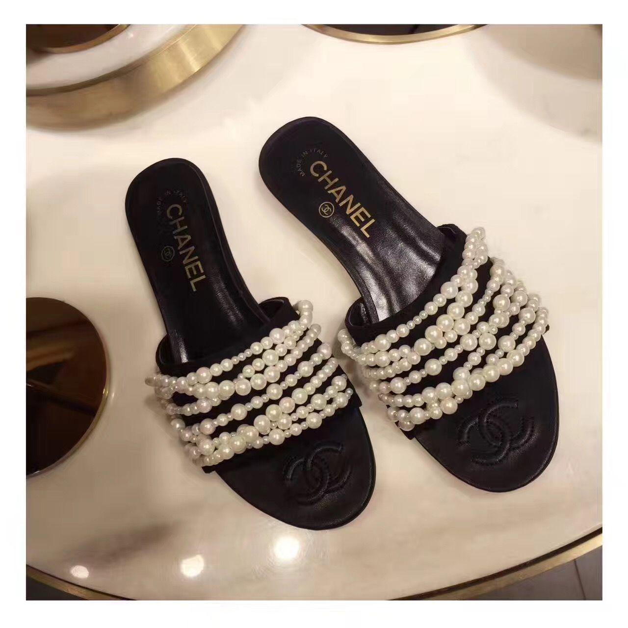 d6d070d77cb6 Chanel woman shoes pearls chain design slippers sandals