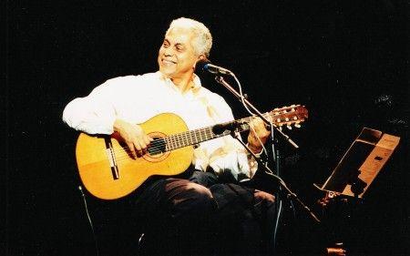 Paulinho da Viola faz três shows no Theatro Net SP