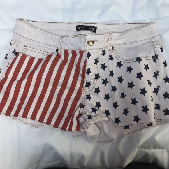 American flag Jean shorts forever 21 American flag Jean shorts Brandy Melville Shorts Jean Shorts