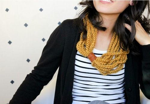 DIY Beginner Crochet Chain Necklace or Scarf Tutorial from Delia... - True Blue Me & You: Unique and Doable DIYs from Around the World