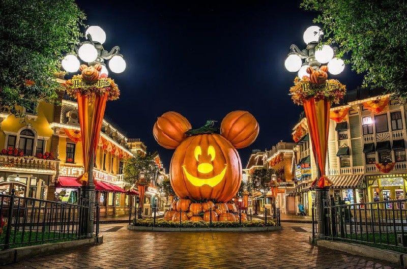 Pin By C T Melrose On Disney S Halloween Party Halloween Desktop Wallpaper Disneyland Halloween Disney World Halloween