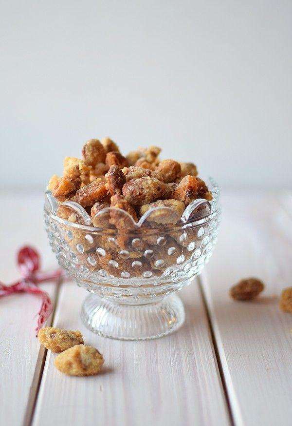 Vegan candied almonds. A traditional Swedish christmas candy! 🌰🍬  Veganska brända mandlar. Enkelt och gott godis som du lätt kan göra själv! 🍭🌱