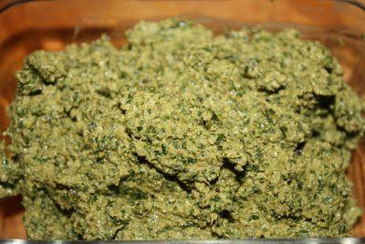 Vegan Epicurean: Dandelion Green and Walnut Pesto...hmmm I´m not convinced!!