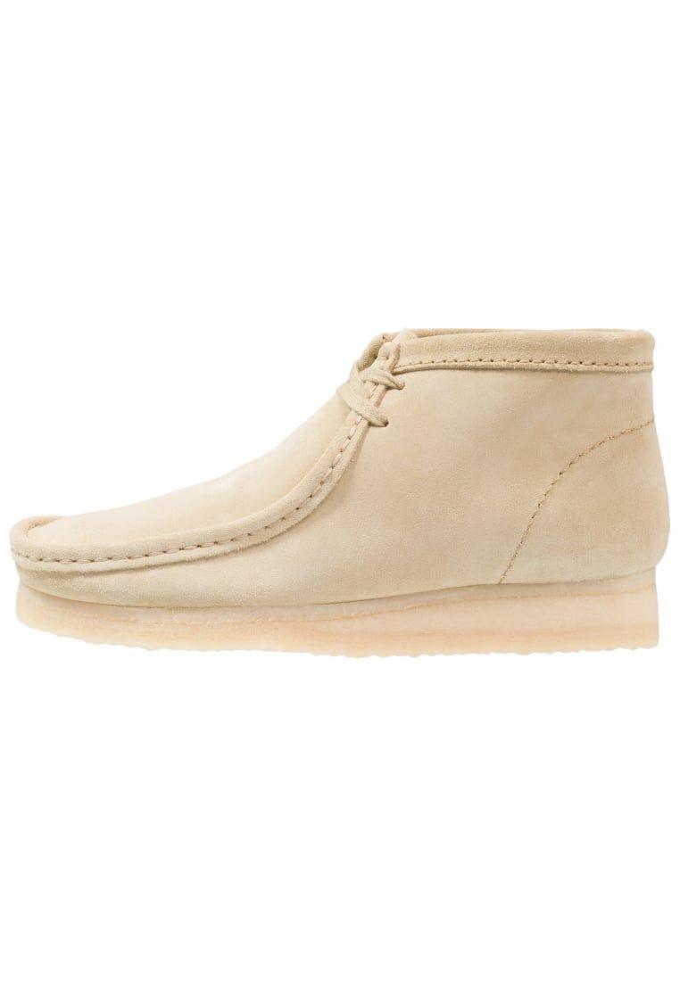 7674da8ba7edf ¡Consigue este tipo de zapatos con cordones de Clarks Originals ahora! Haz  clic para