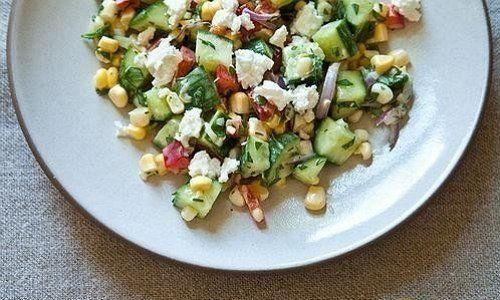 Салат с кукурузой и огурцами