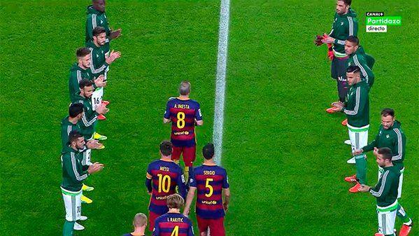 "FC Barcelona on Twitter: ""Gran gesto del Bétis haciendo el pasillo. https://t.co/0R3T7lgbiv"""