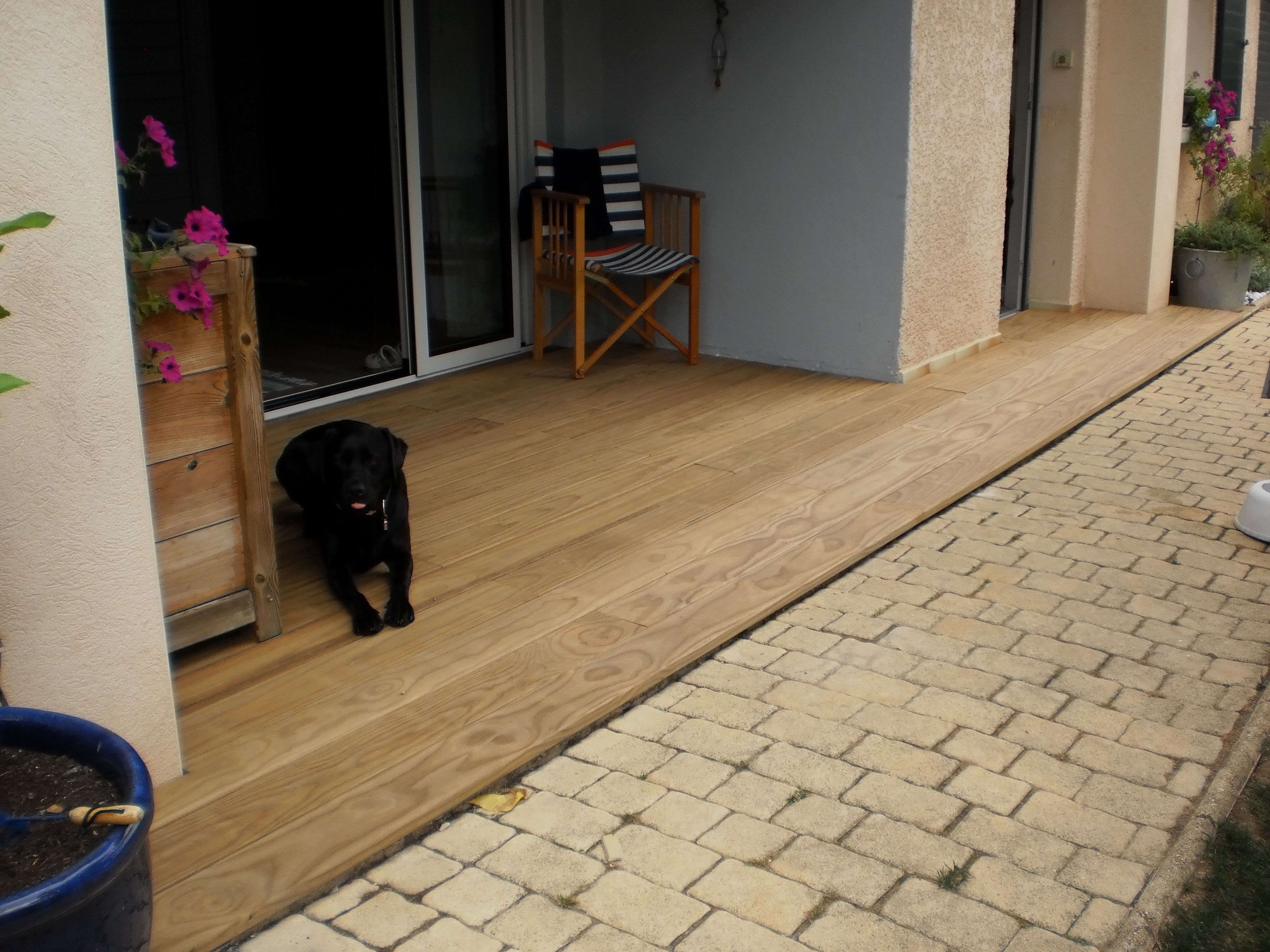 Terrasse en bois pin radiata fixations invisibles happax for Pose carrelage terrasse