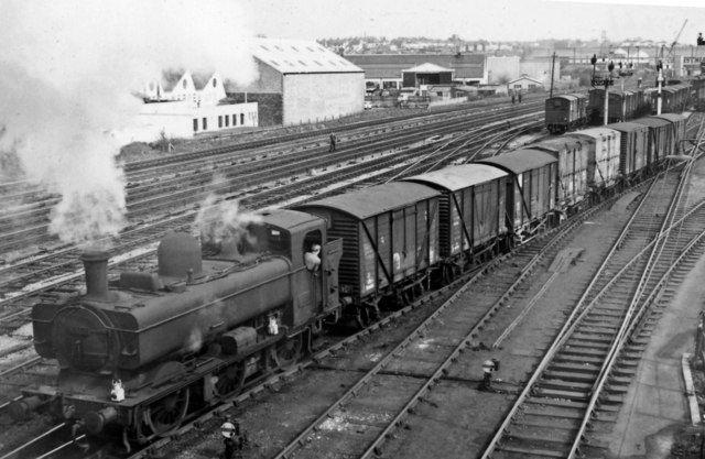 Gw Standard 8750 0 6 0pt Shunting At Pengam Sidings Cardiff Great Western Railway Steam Railway British Rail