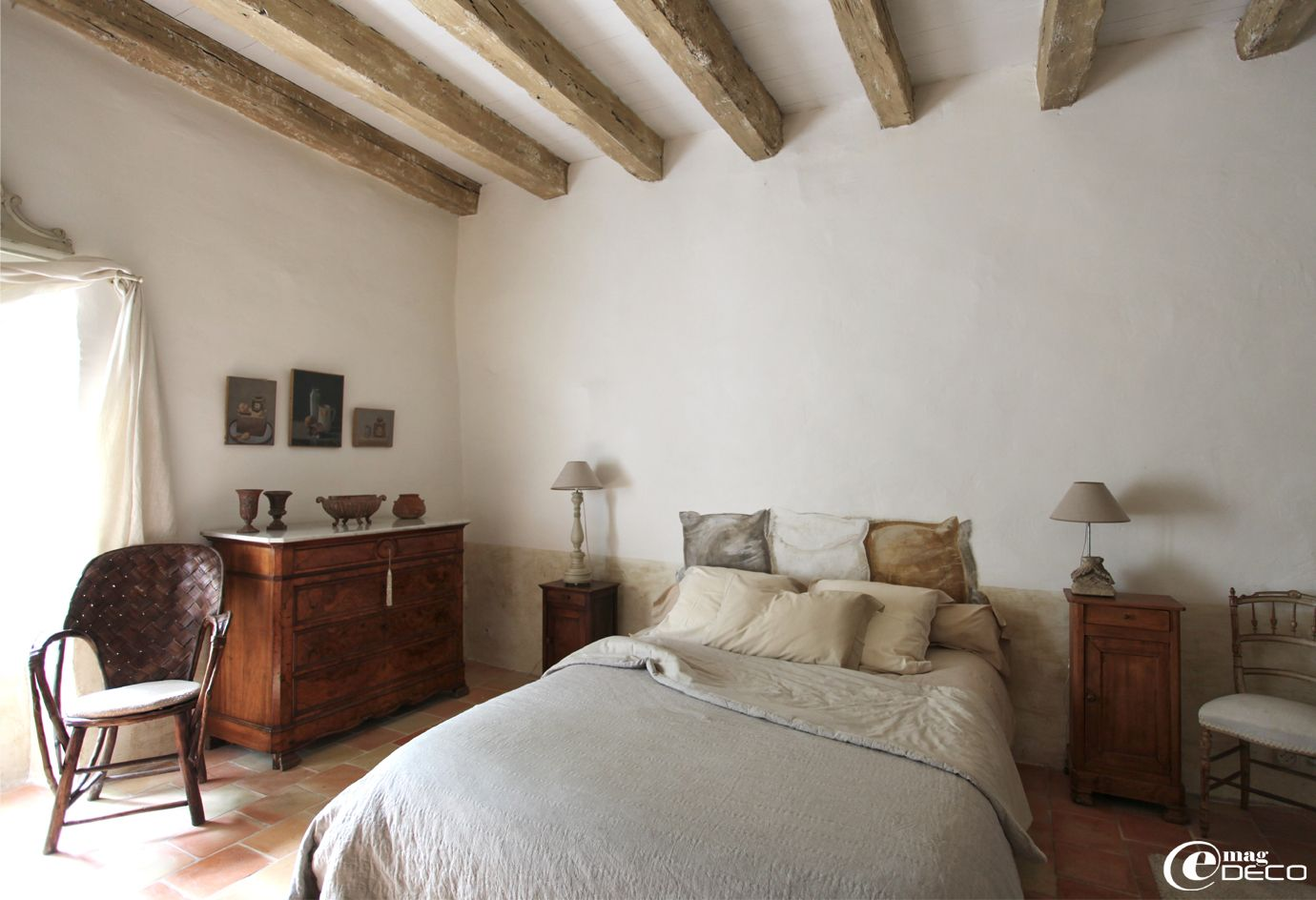 badigeon la chaux poutres blanchies dans une des. Black Bedroom Furniture Sets. Home Design Ideas