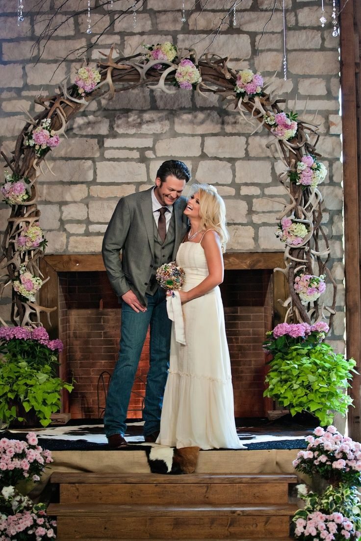 Wedding Renewal Brooch Bouquets Blake Shelton Miranda