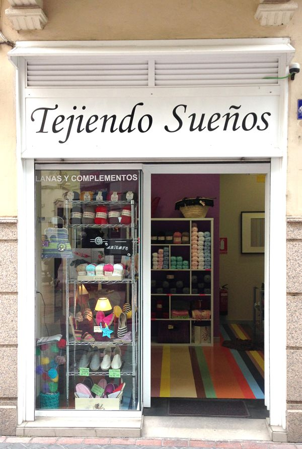 Fachadas tiendas bonitas buscar con google mobiliario merceria pinterest boutique yarn - Mobiliario para merceria ...