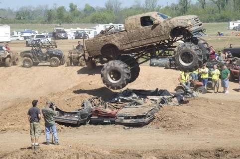 MUDFEST Bigfoot Lookalike F-250 Makes Waves of Mud - Ford-Trucks.com