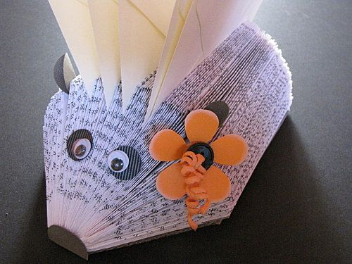 tuto herisson pliage livre paper crafts cr ation papiers pinterest origami bricolage and. Black Bedroom Furniture Sets. Home Design Ideas