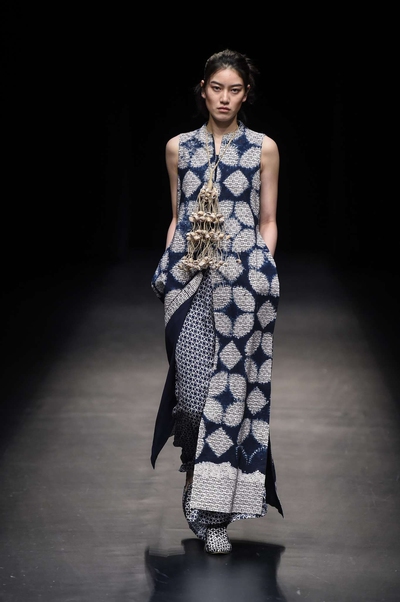 13be98ebd122 Indonesia Fashion Week - Fall 2018 Tokyo | Things to Wear in 2019 ...