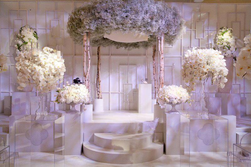 Chic white #wedding reception, via Grace Ormonde Wedding Style.