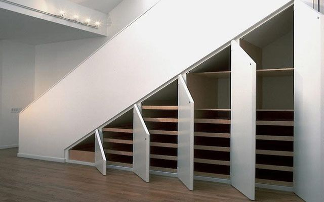 Aprovechando el espacio bajo la escalera armarios y - Armarios espacios pequenos ...