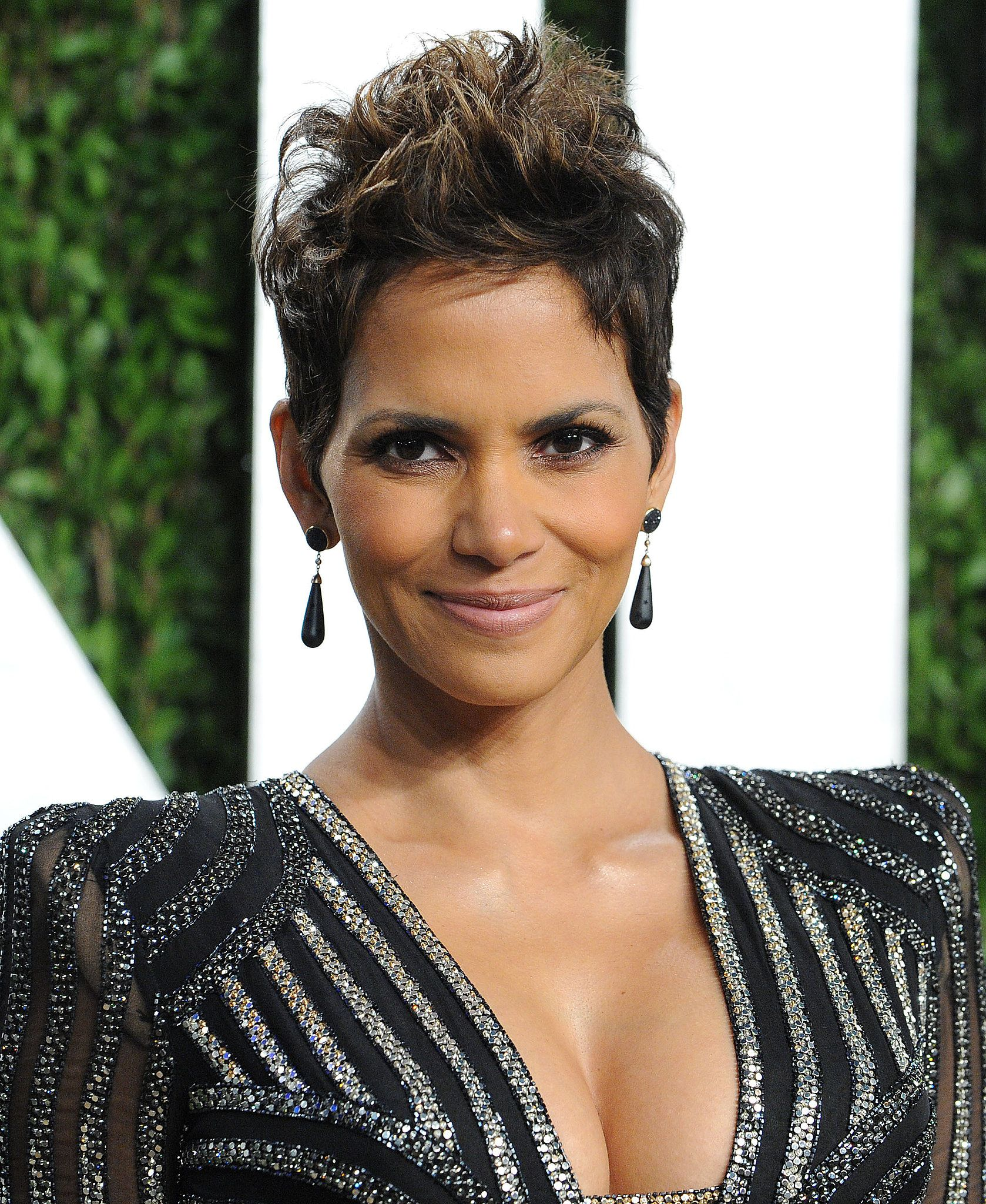 Halle berryus iconic coiffure never seems to go out of style hair