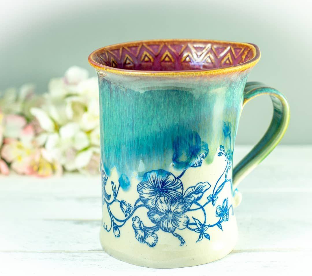 Blüten Latte Macchiato Tasse in blau, türkis und pflaume ... ???? ... flower latte macchiato  mug in blue, turquoise and plum.... . . . . . . . . . .  #instapottery #potterylove #keramiktasse #ceramics #pottery #mugshot  #howiamaco #potteryart #ceramicsofinstagram #potteryofinstagram  #handcrafted #handgemacht #handmadepottery #functionalpottery #t #lattemacchiato