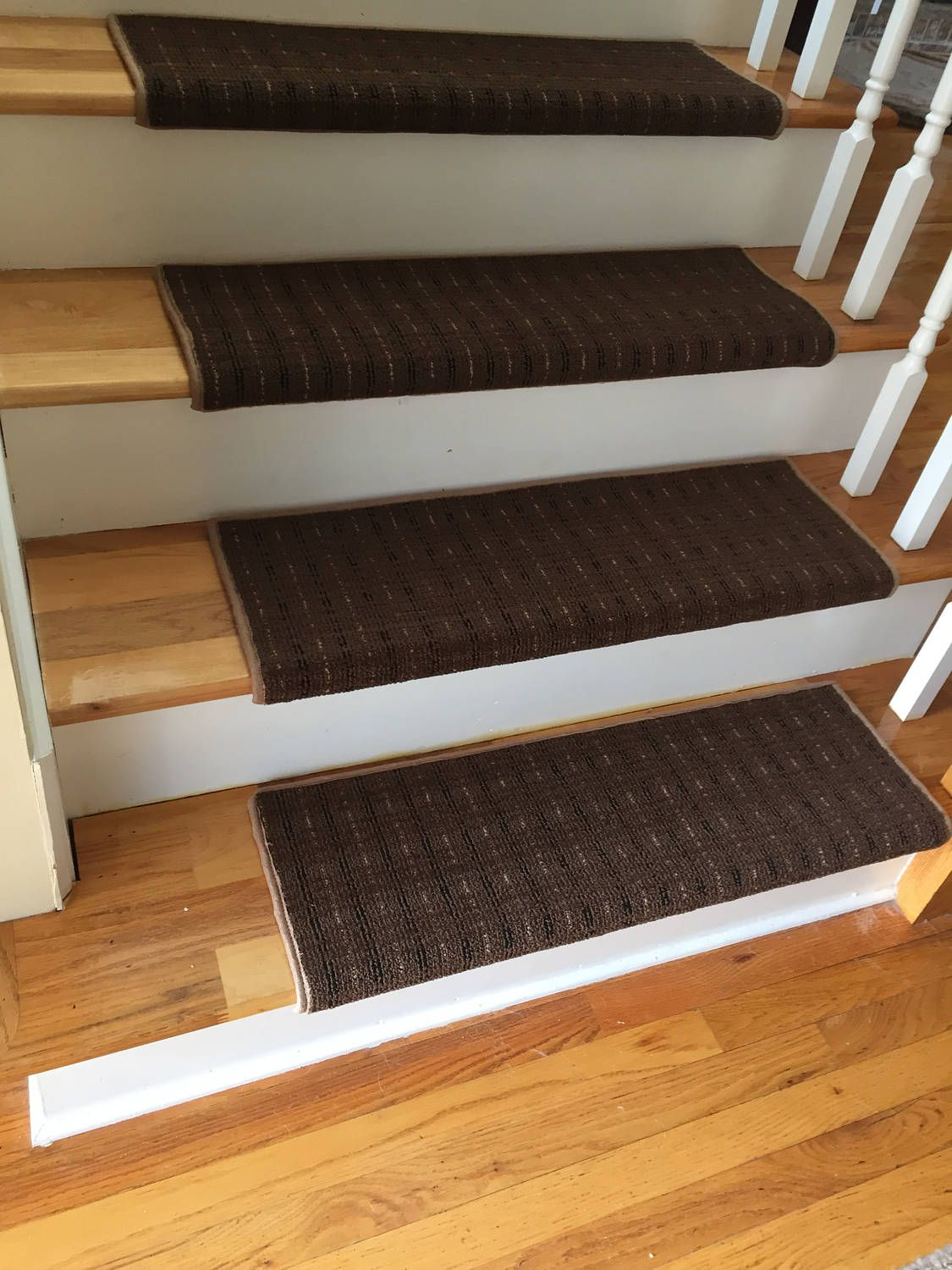 Best Wingtip Brown True Bullnose™ Carpet Stair Tread – Grand 640 x 480