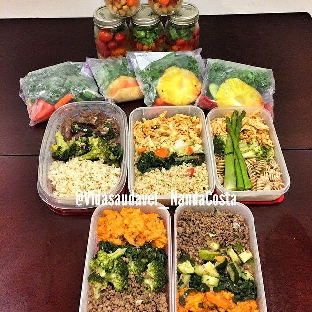 Ja preparada para começar minha semana , saladas, sucos, e minhas marmitas  #eatclean #saudável #saudavel #saúde #saude #vidasaudavel #esmagaquecresce #eatfreshtraindirty #fit #foco #food #fitgirl #malhacao #memantendomagra #marmitasaudavel #musculação
