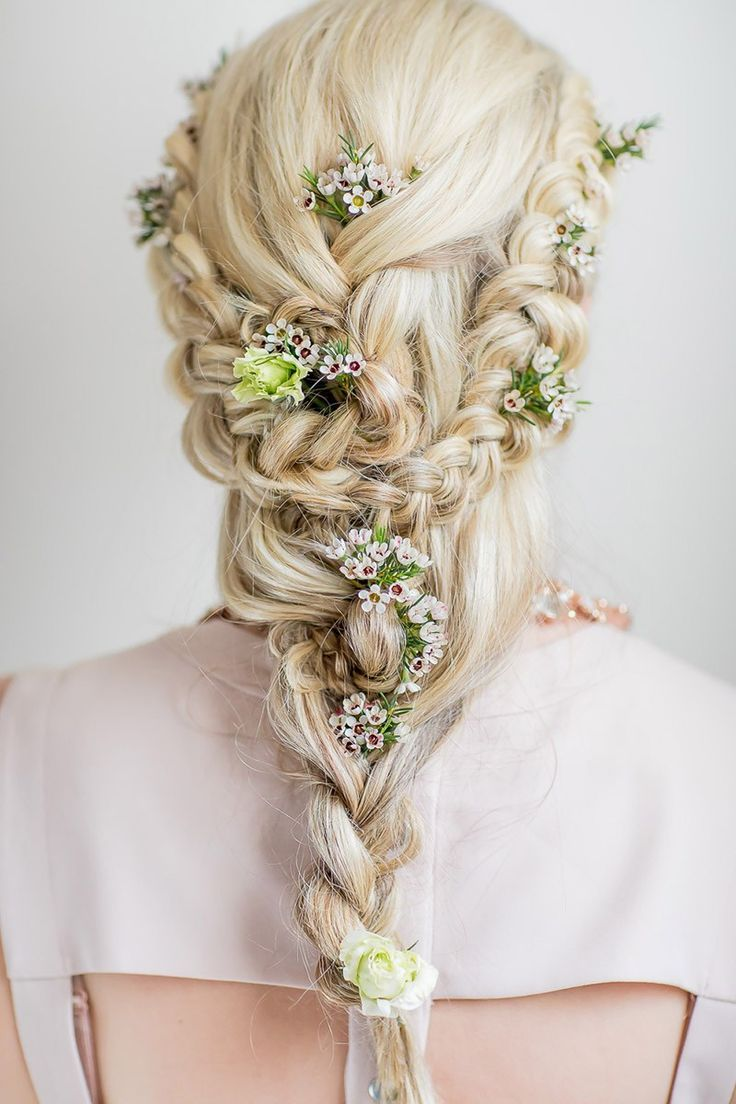 Kleine und intime Hochzeit am Strand in Spanien - AMBROSIA WEDDING #bridalhairflowers