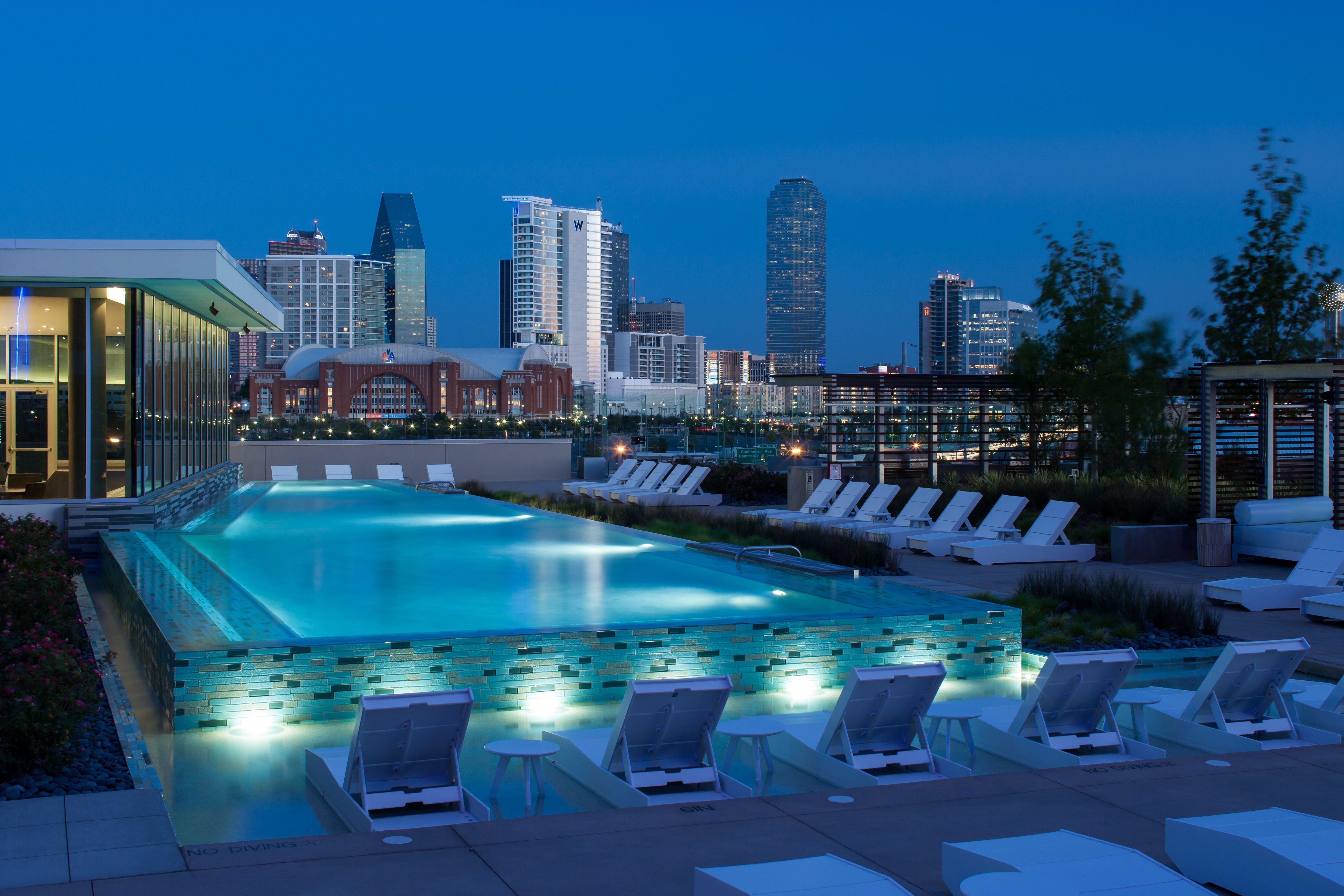 Designed By Faulkner Design Group Outdoorliving Pool Outdoorlounge Faulknerdesigngroup Interiordesign M Pool Penthouse For Sale Apartment Pool