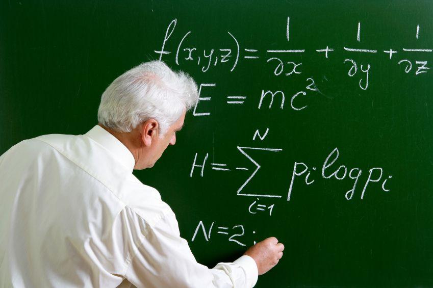 O professor de tanta preocupação em resolver o exércicio ignora a exietencia dos alunos.