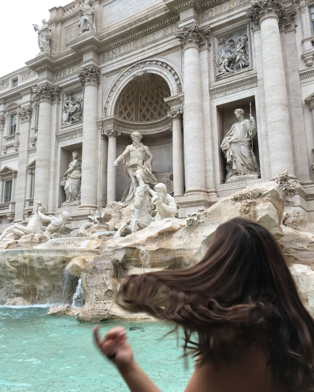 Amore per sempre #rome #italy #trevifountain #citytrip #city #travel #europe #fashion #style #look #mode #outfit #ootd #streetstyle #fashionblogger #blogger #travelblogger #influencer #citylife #globetrotter #architecture #art #design