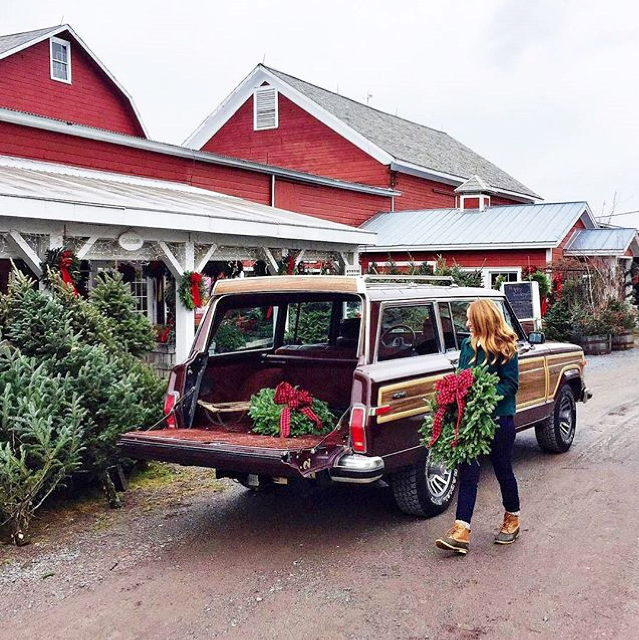 Loading up the Wagoneer with Holiday cheer 🎄!