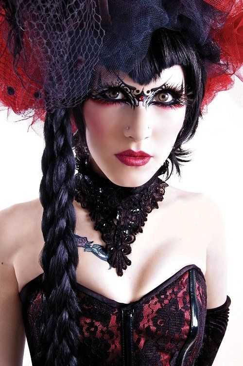 Tribal #Goth girl make-up. Love the bustier and neck piece, as well as the wig