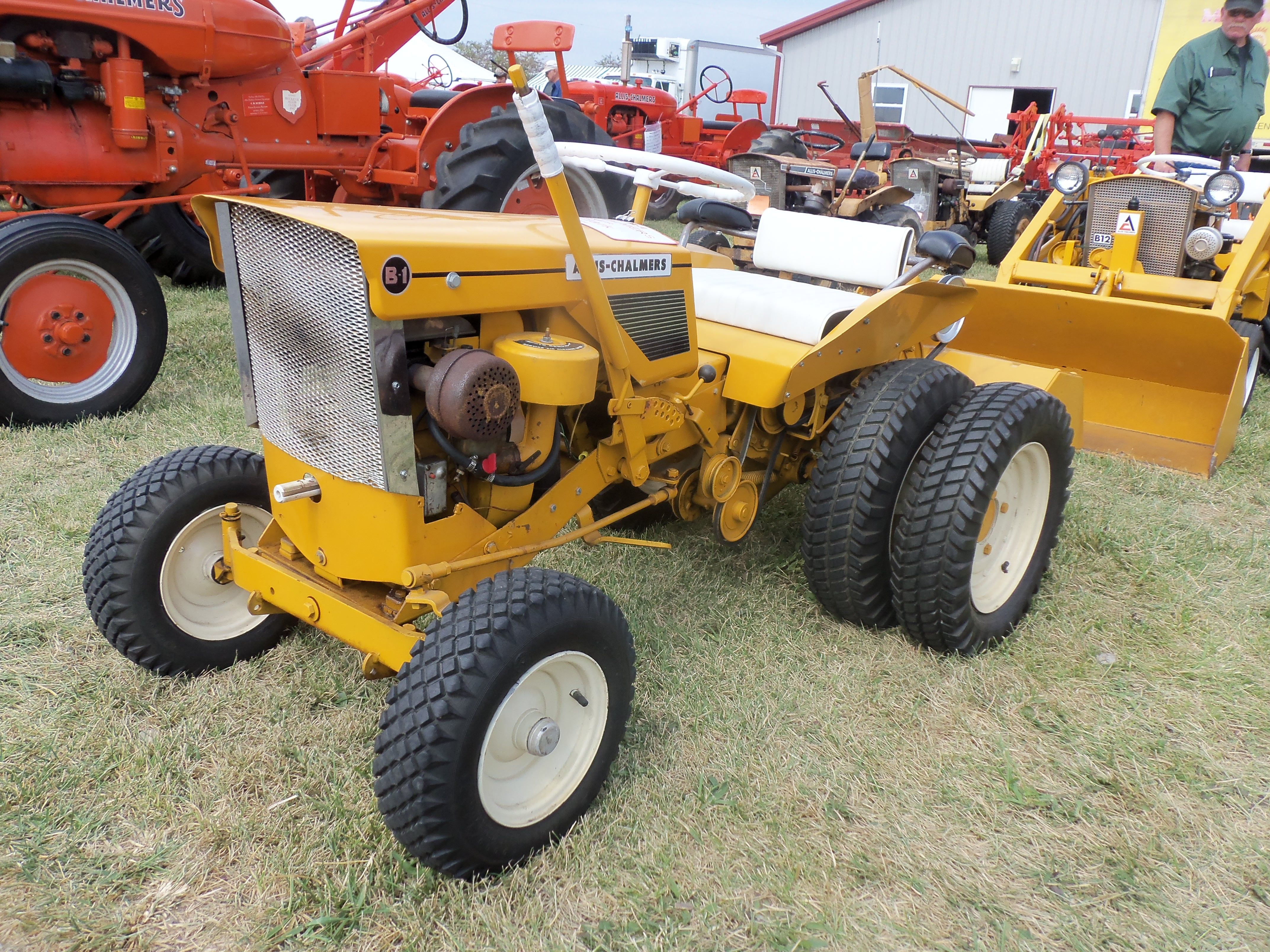 Allis Chalmers Garden Tractors : Allis chalmers b lawn garden tractor places to visit